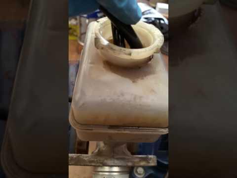 Diagnosing a Bad Brake Master Cylinder