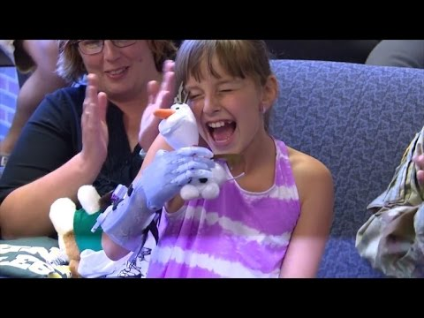 College Students Create 'Frozen' Themed Prosthetic Arm For 9-Year-Old Girl