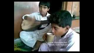 balochi kid بلوچی ترانهsinging a song
