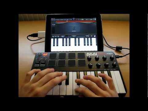 Akai MPK Mini Live Performance - iPad GarageBand