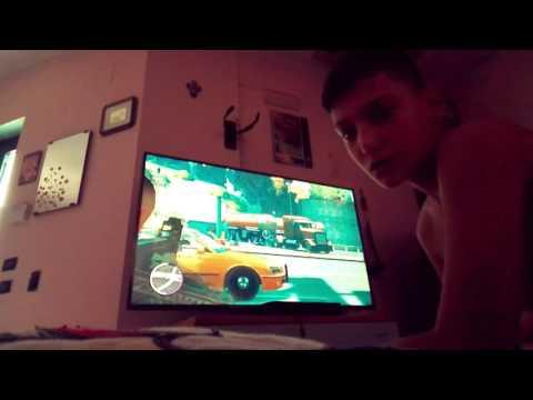 Mio fratello gioca a GTA 4