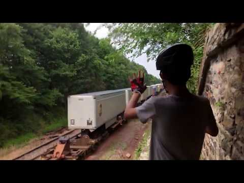 INSANELY RARE TRAIN HOPPERS CAUGHT ON VIDEO