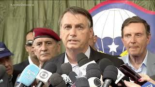 Presidente Jair Bolsonaro presta homenagem a Gugu Liberato em solenidade militar