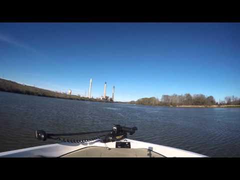 Boat riding , lay lake Alabama 200hp 18ft fish&ski