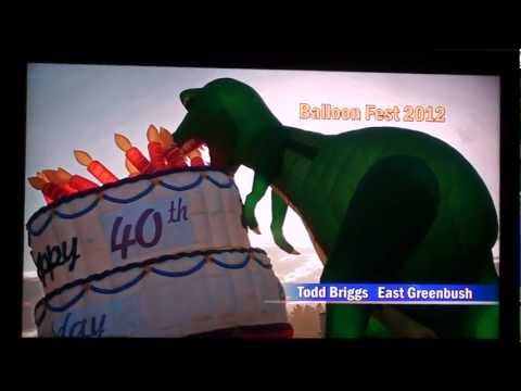 Dinosaur eats his birthday cake !?