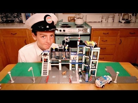 Building LEGO Police Station Time-Lapse (HD) 7498
