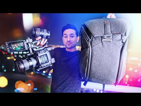 What's in my TRAVEL TECH + Camera Bag!