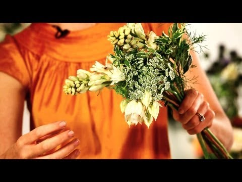 How to Structure a Bridal Bouquet | Wedding Flowers