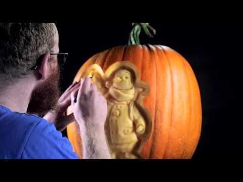 Pumpkin Carving of Wilbur the Penguin | British Gas
