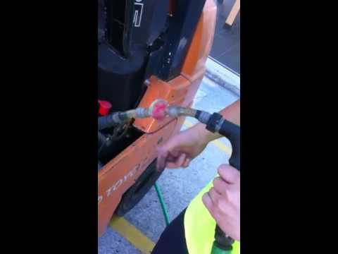 SSSmelb how to filled up forklift' s battery water