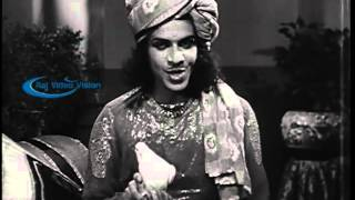 Mangamma Sabatham 1943  --  Ranjan & Vasunthara Devi Interesting Scenes