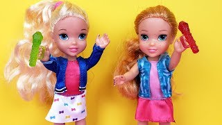 SINGING competition ! Elsa and Anna toddlers - Barbie is judge - contest