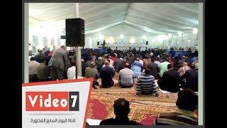 #x202b;المشرفين على اللجان الانتخابية للزمالك يؤدون صلاة الجمعة داخل الخيمة#x202c;lrm;