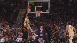 Giannis Antetokounmpo One-Handed Alley-Oop Dunk! Cavaliers vs Bucks