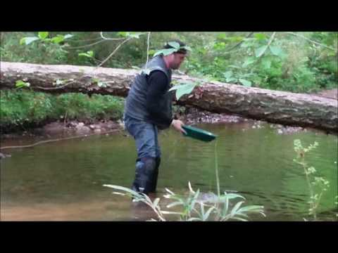 Georgia Gold Prospecting | A&M Mining (Finding gold in creeks with a pan and shovel) May 2017