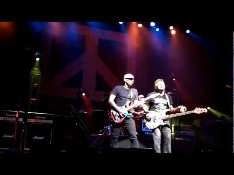 Chickenfoot - Soap on a Rope @ Paris Olympia