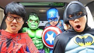 보람이와 친구들은 슈퍼히어로 변신 할머니 도와주기 Superheroes ride on car and Help