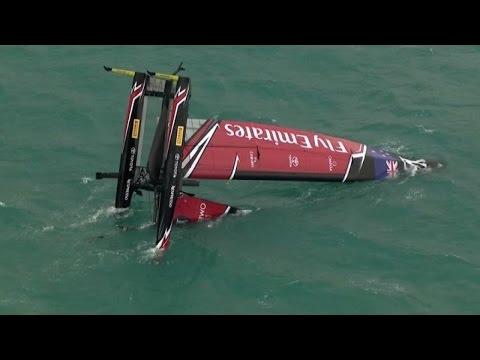 Louis Vuitton Cup, spettacolare scuffiata del Team New Zealand