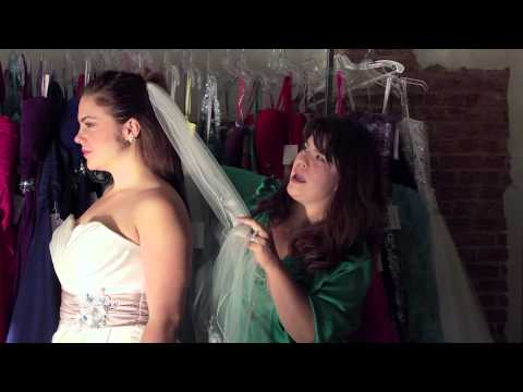 How to Secure a Veil Comb in the Back of the Head : Bridal Fashion Tips
