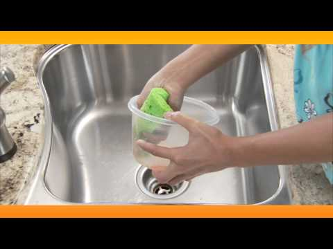 Clean Old Plastic Containers: Baking Soda Solutions