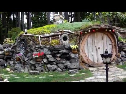 242 0647 Ana's Hobbit house