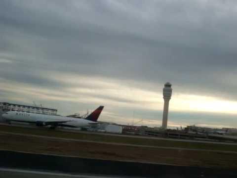Delta 737 Take off from Atlanta