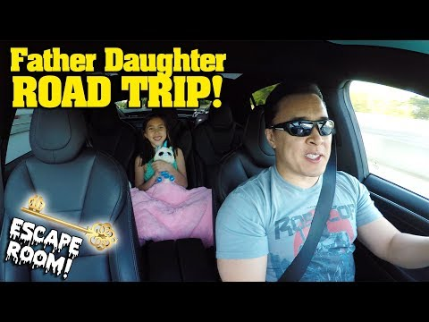 FATHER DAUGHTER ROAD TRIP!!! Magic Escape Room! Giant Falling Box Fort! Clamour 2018 - DAY 1