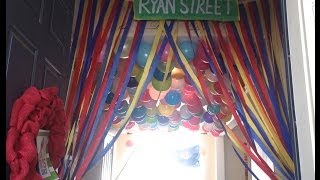 Elmo Birthday Party Decorations -  DIY : Streamer Curtains : Sesame Street Party Decorations