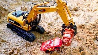 Download Машинки Маквин и Мэтр строят Замок из песка - Видео для детей Video