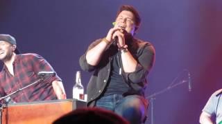 Luke Bryan, Brett Eldredge, Adam Craig piano bar singalong