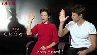 Aprenda a saludar como Isabel II con los actores de