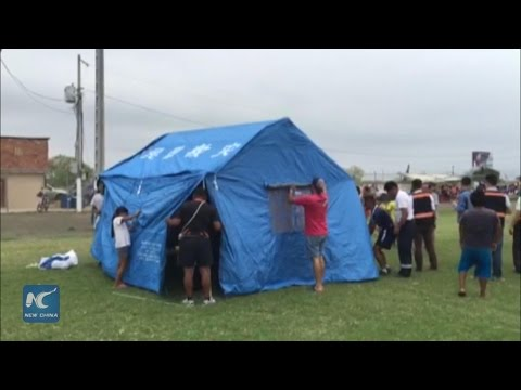Chinese team helps set up tents for quake victims of Ecuador