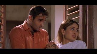 Funny scene where Akshaye Khanna sneaks in Kareena Kapoor
