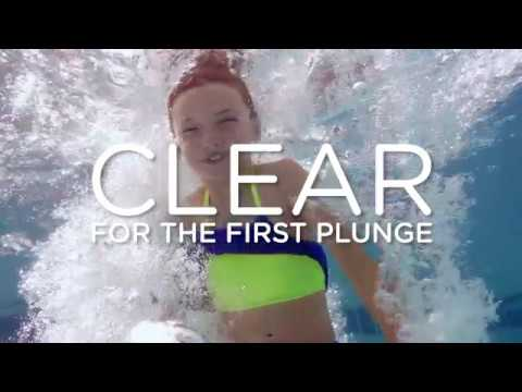 Clearing up green pool water