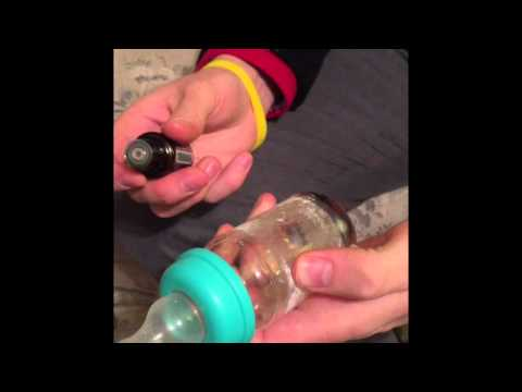 Cleaning a sticky bottle with a lemon essential oil