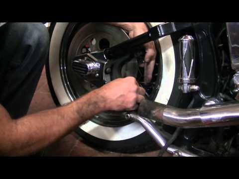 Replace rear brakes pads softail heritage EVO