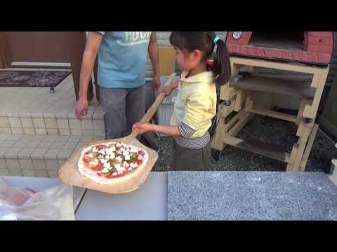 A Margherita Pizza by Mia