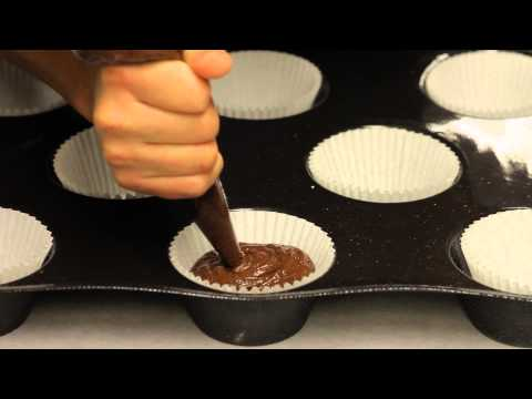 Devil's Food Cupcakes With Vanilla Cream Filling : Making & Decorating Cupcakes
