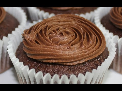 How to make the perfect Chocolate Buttercream Icing for cakes and cupcakes