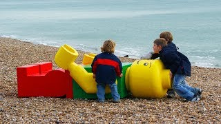 10 Bizarre Things That Washed Up On Land