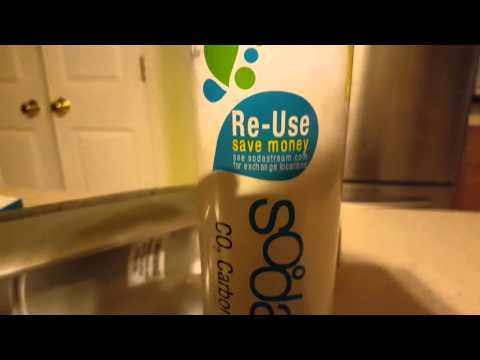 Changing the carbonator cartridge fizz Sodastream replacement