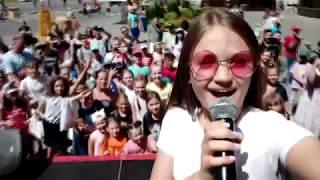 Зажгла по полной на празднике блогеров  |  Ксения Левчик - Молния  ( живой звук )