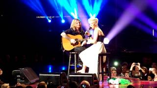 P!nk stop concert for crying child in Philadelphia 03/17/13