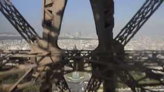 SUBINDO A TORRE EIFFEL, Paris (França) [HD]