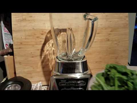 Green Juice in the Oster Pro 1200 Blender