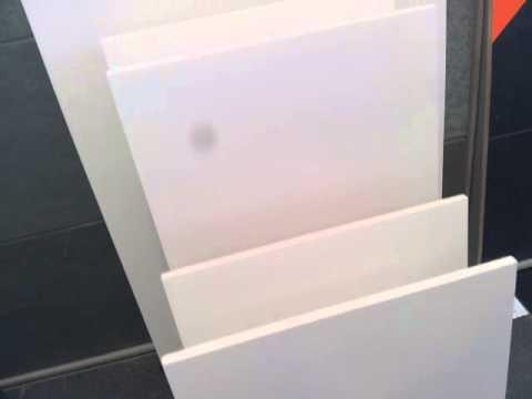 Witte wandtegels voor in de badkamer
