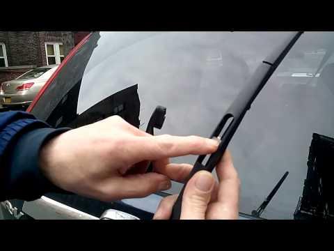 How to replace HONDA CRV rear wiper blade
