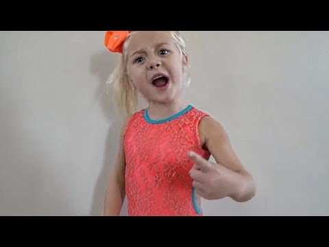 HILARIOUS FAMILY DANCE CLASS TAUGHT BY 4 YEAR OLD!