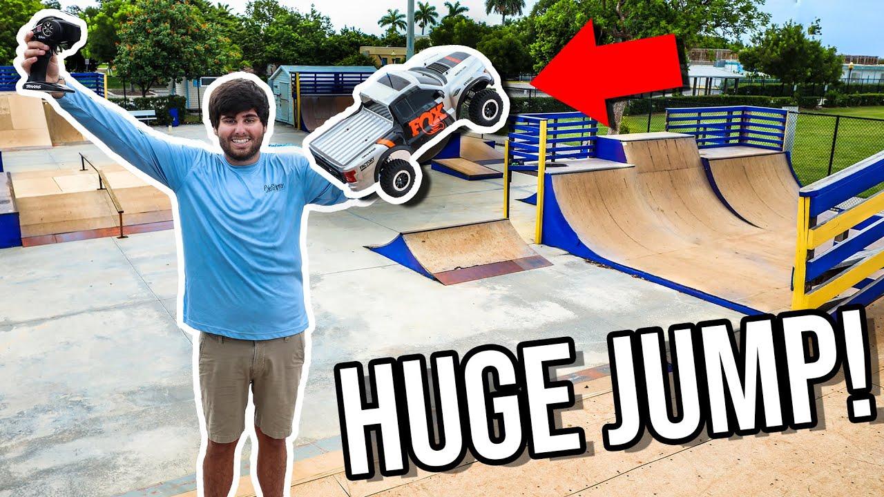 BRAND NEW RC CAR Hitting HUGE JUMPS at Skatepark!