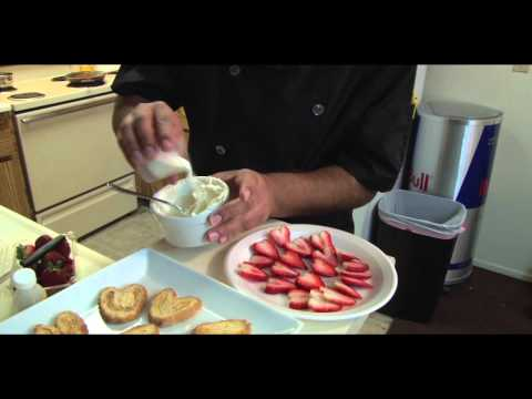 How to Make Pastry Biscuits with Cream Cheese and Strawberries